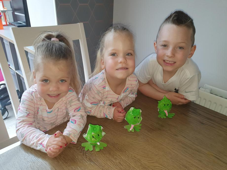 Making frogs with egg cartons
