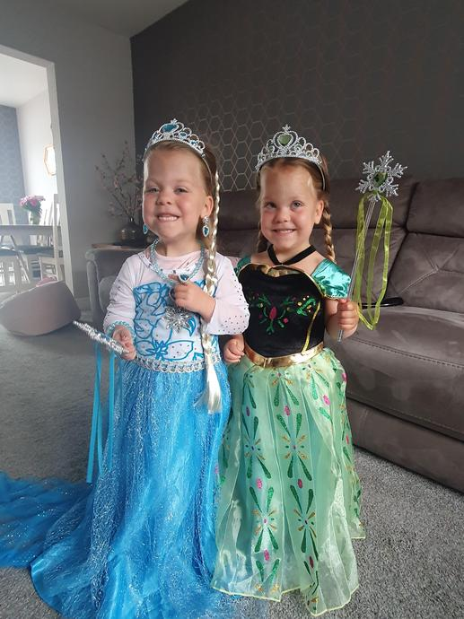 Queen Elsa and Princess Anna!