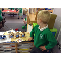 Using the phonics chimps to make words