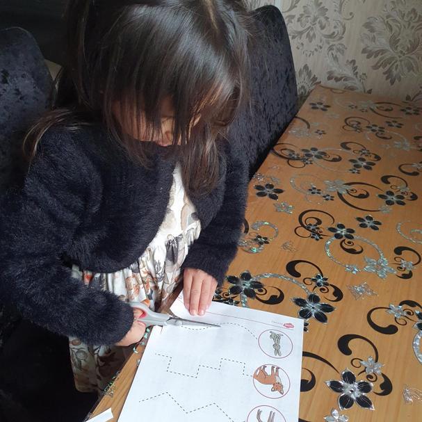 Zahraa has been practising her cutting skills! Great work 🌟