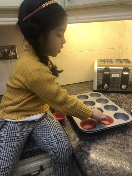 Eshal made valentines cupcakes 💕