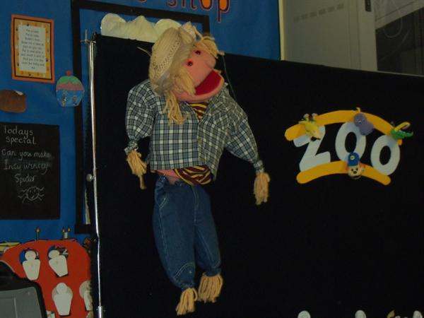 Time to sing with the dingle dangle scarecrow