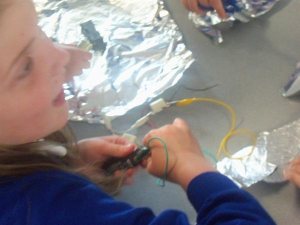 LEARNING WITH CIRCUITS