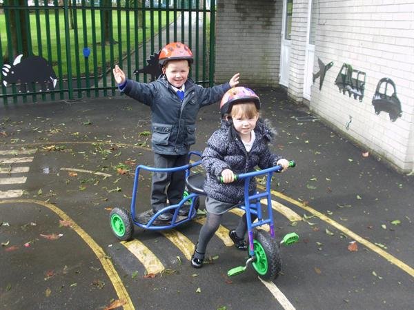 Ollie & Isabella had fun on the chariot.