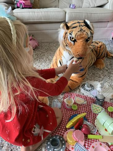 A Tiger tea party for two. FR