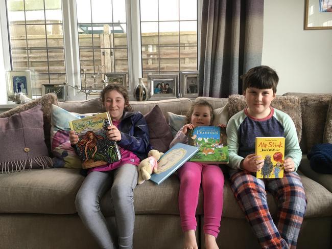 Sharing a good book- darllen gwych!