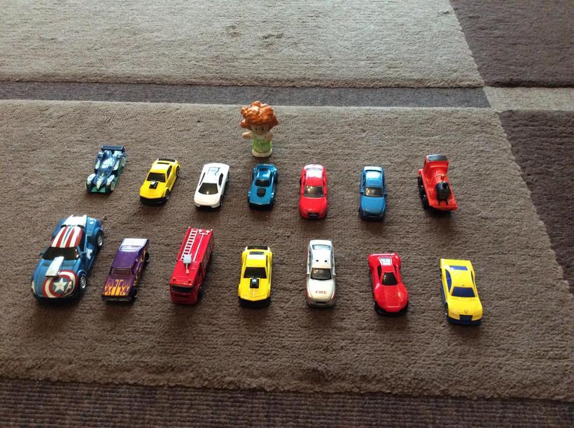 How many cars does Goldilocks have?