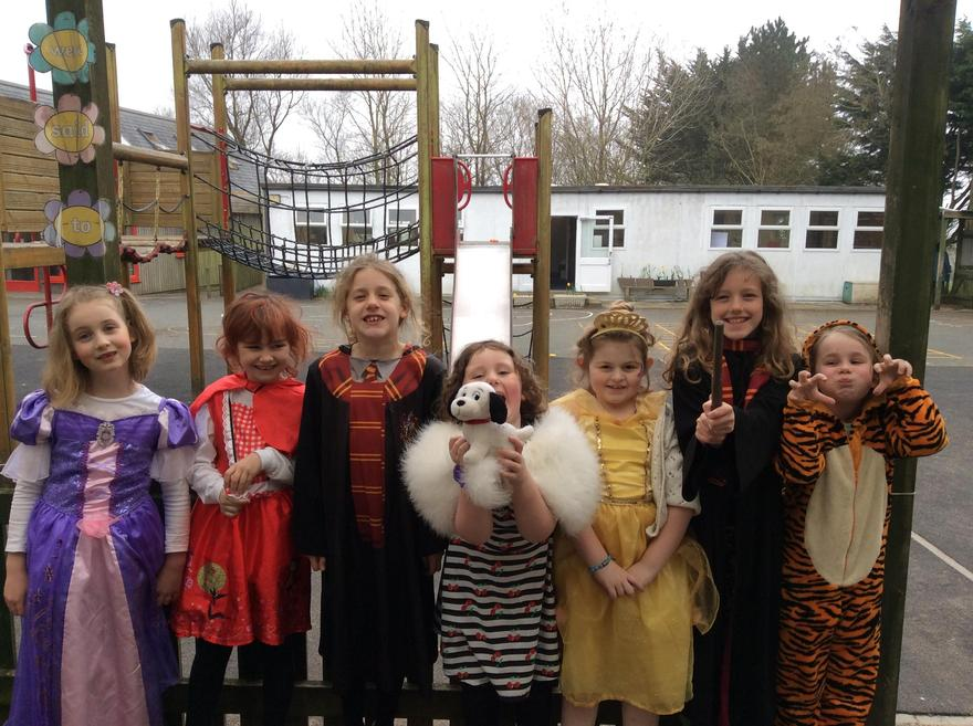 The children that were in over lockdown did an amazing job with their book day costumes!
