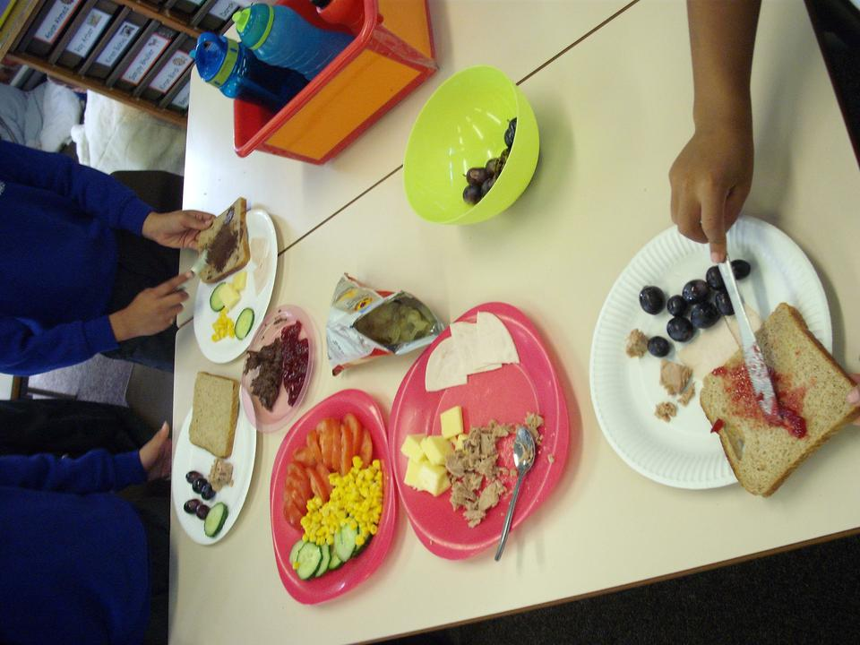 Planning and making a healthy snack in Year 2.