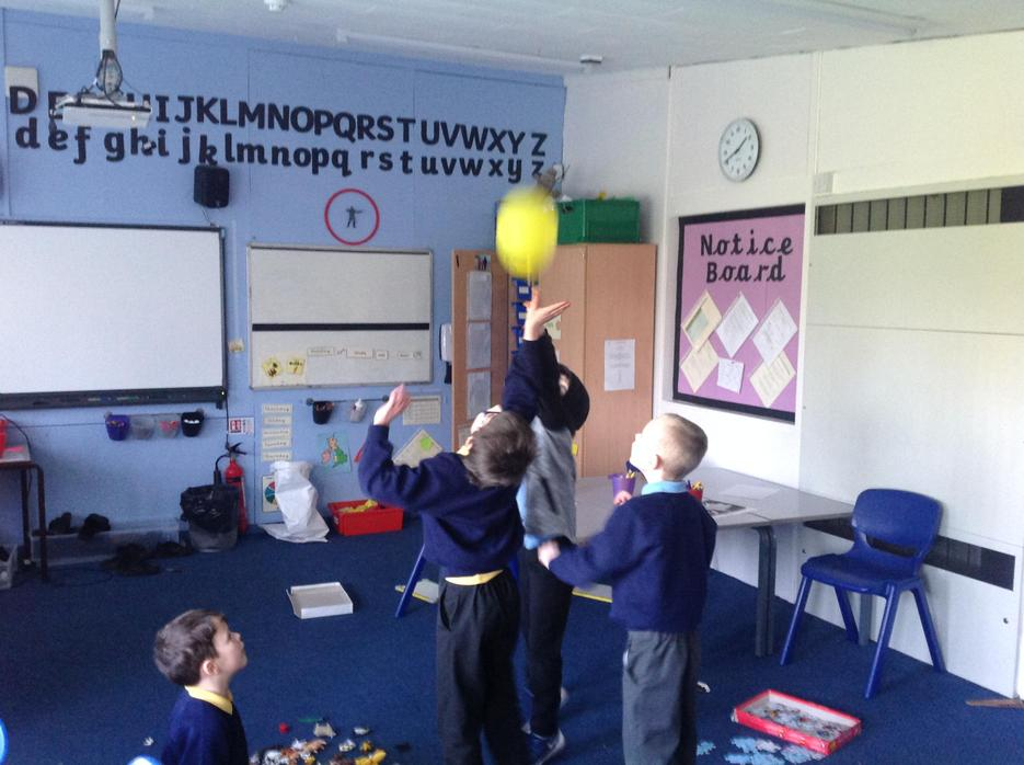 Game 'balloon is lava' working in pairs & groups.