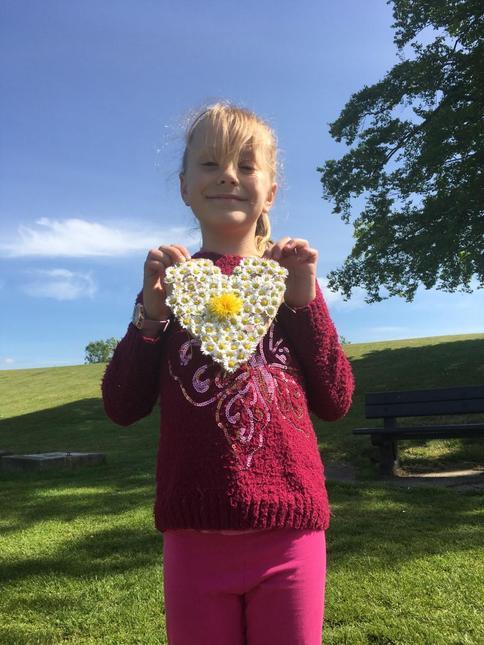 Sharona's daisy heart