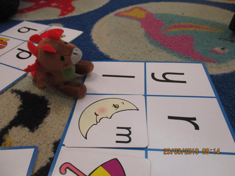 Steggy the Stegosaurus playing alphabet bing