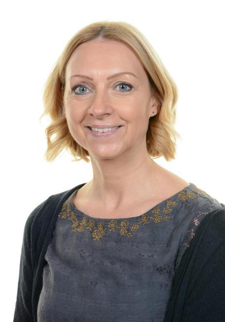 Mrs Claudia Moxon - Class Teacher and Y1 Lead Teacher