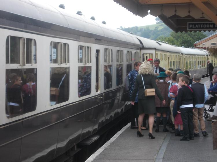 The evacuees say goodbye and board the train.