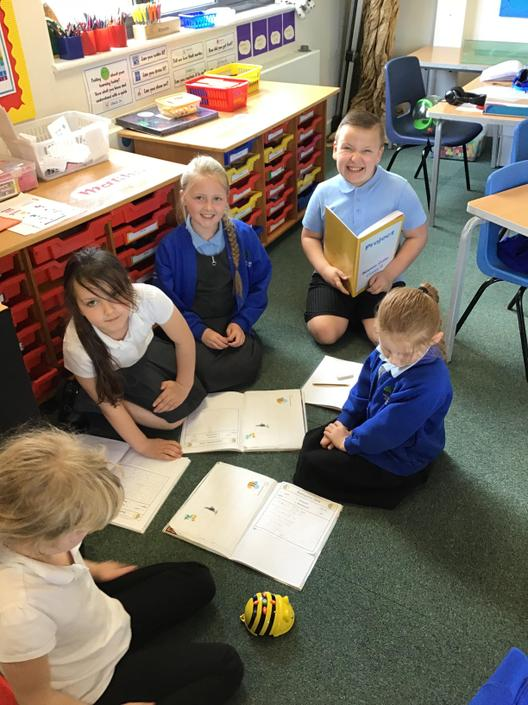Programming a sequence with the Bee Bots in ICT.