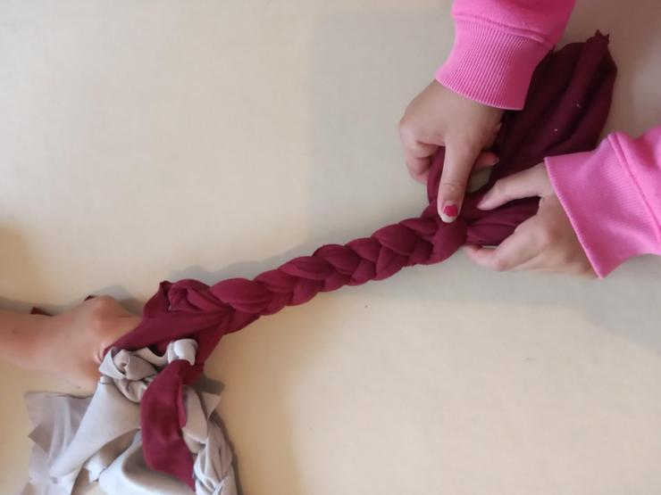 DT: plaiting a different coloured fabric in
