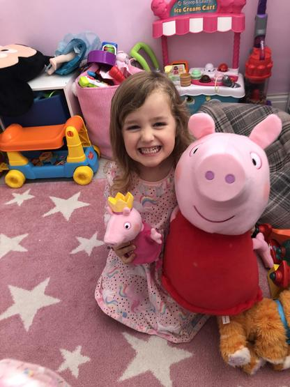 Enormous Peppa and tiny Peppa