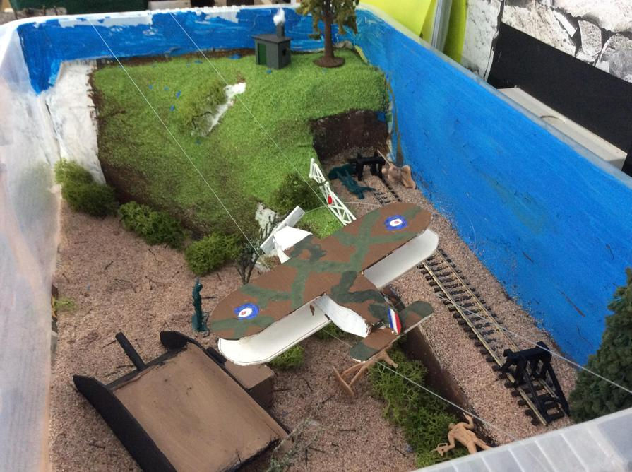 This model features a movable biplane