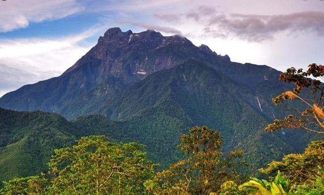Dulcie's Mum and Dad have climbed Mount Kinabalu in Borneo which is 4095m high.