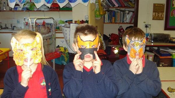 gwneud mygydau/ making masks