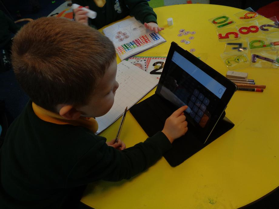 Gwirio ar I pad - checking answers on the I pad