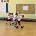 Cyd-weithio a dawnsio / Teamwork and dancing