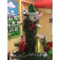 Celyn yn y golden! Celyn in our Christmas tree!
