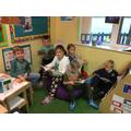 Dwlu Darllen!  / We Love Reading!