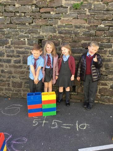 Number bonds to 10 with building blocks.