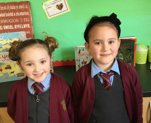 Dosbarth 4 - Freya a Tilly