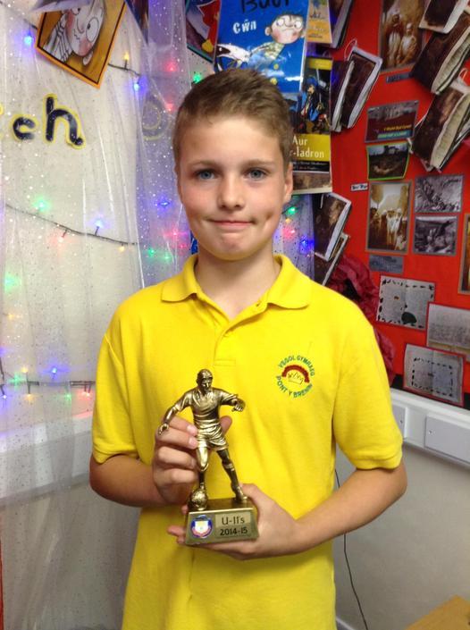 Amddiffynnwr y Flwyddyn Tregwyr - Defender Award