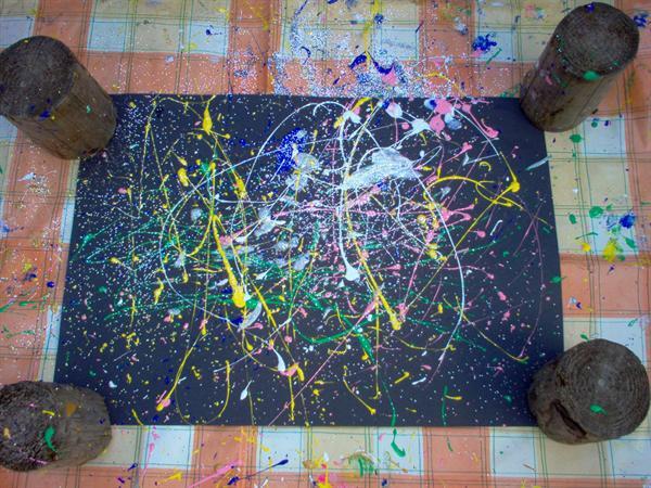 Splatter painting ; Holi