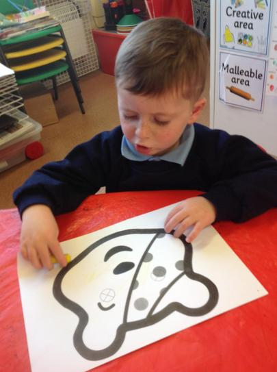 colouring Pudsey bear masks