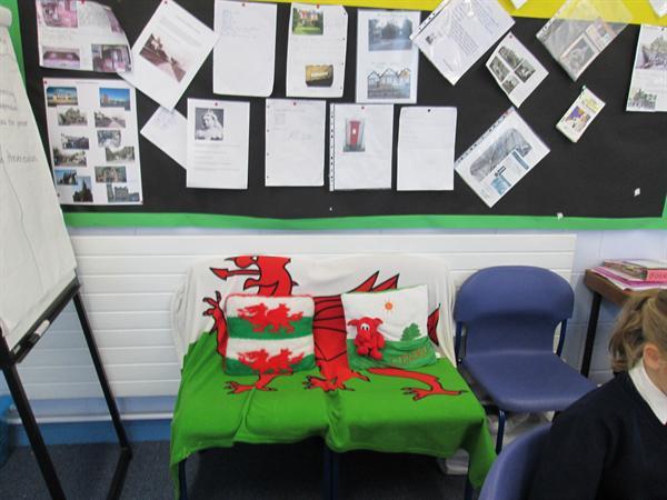 Cadair Gymraeg / Welsh chair