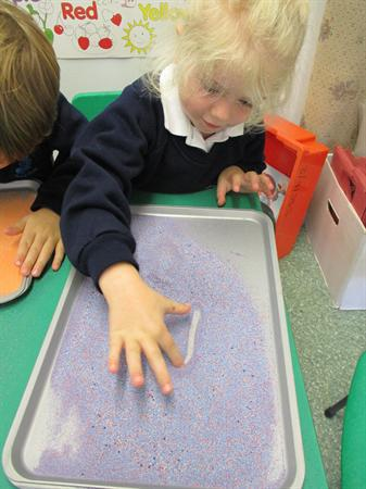 Using sand trays to practise sound formation