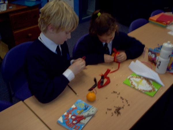 Christmas crafts - making pomanders