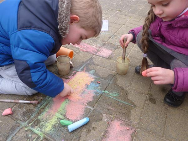 colour mixing..experimenting with chalk..