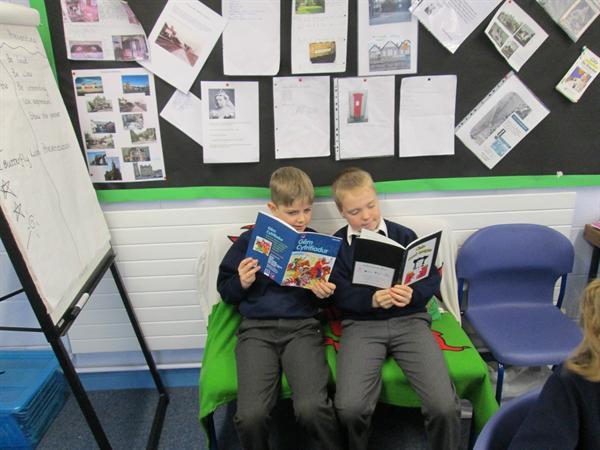 Amser darllen / reading time