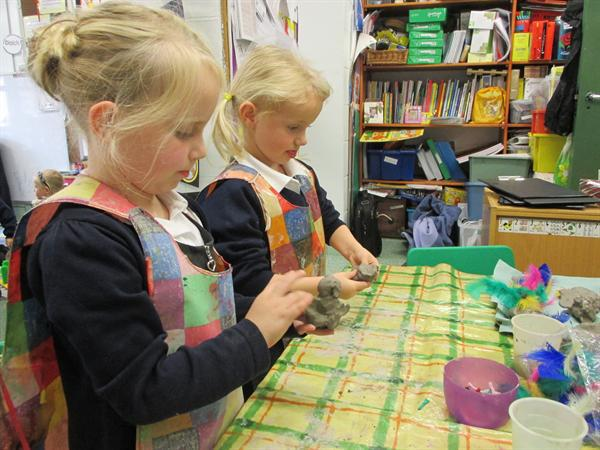 Making nocturnal animals using clay.