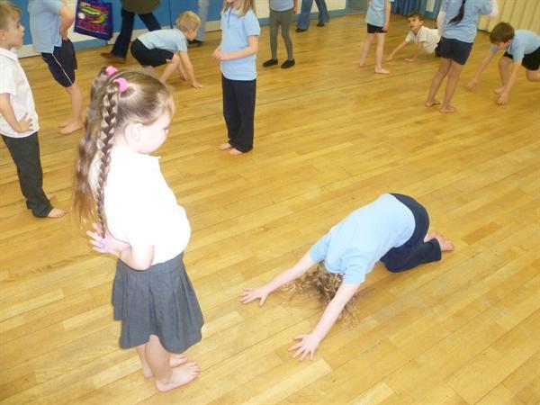 PE: Partner teaching.