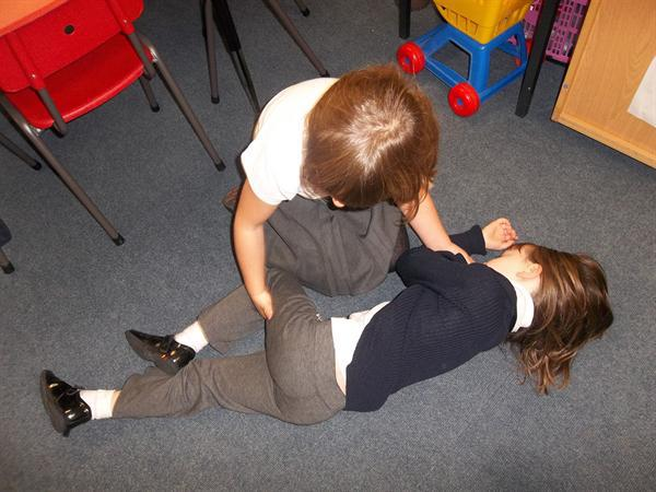Putting the patient into the recovery position