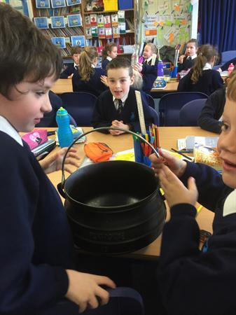 Cooking pots and South African menus