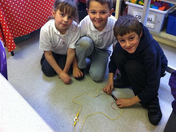 Cylchedau Trydan/Electrical Circuits