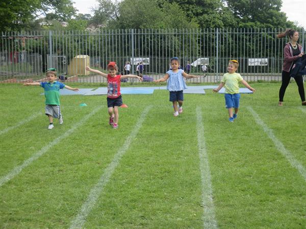 Hwyl y Mabolgampau! / Sports Day Fun!