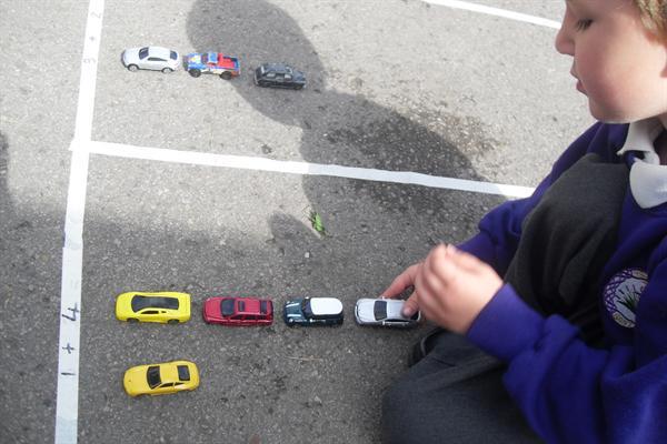 Adio gyda ceir / Adding with cars