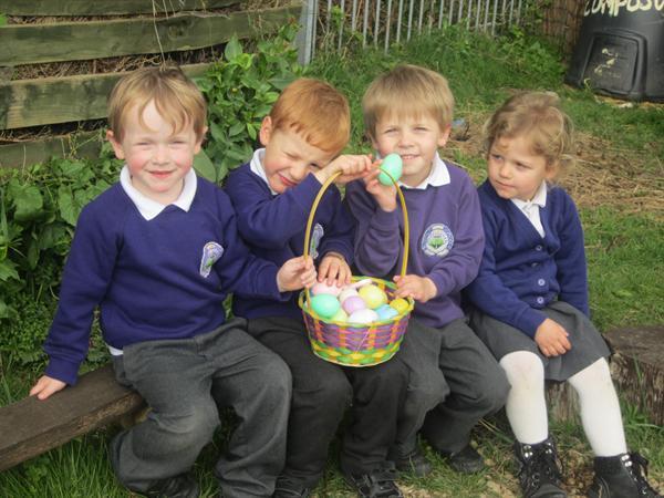 Helfa Wyau Pasg / Easter Egg Hunt