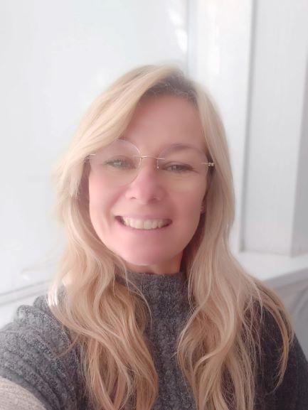 Nia Hallett - Gweinyddwraig yr Ysgol / School Administrator