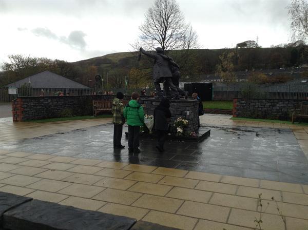 Trip yn ymweld a Senghenydd, Aberfan a Phwll Mawr.