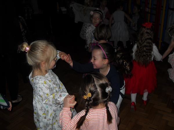 Dewch i ddawnsio! / Let's dance!