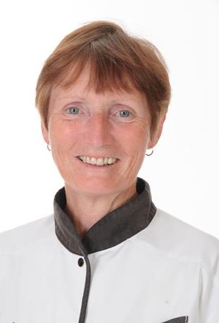 Mrs Iris Smith: Prif Cogyddes / Head Cook